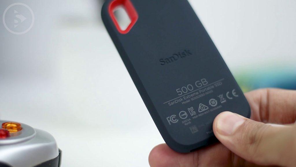 Unboxing dan Review SanDisk Extreme Portable SSD 500GB - SSD Eksternal Murah Terbaik 2020 Indonesia - Form Factor dan Build Quality Sandisk SSD Bagian Belakang