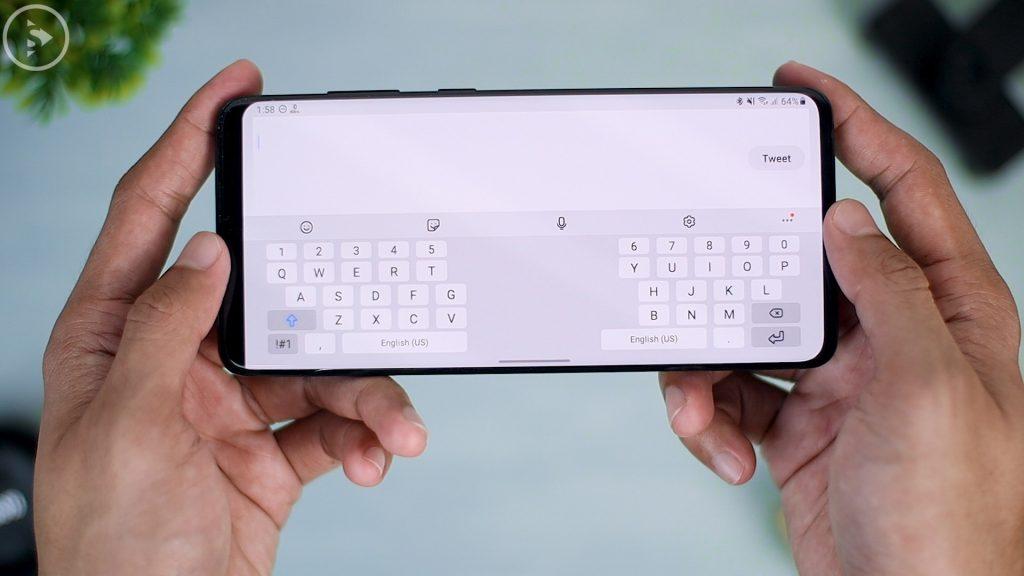 25 Fitur Terbaru di Update One UI 2.5 - tampilan split keyboard