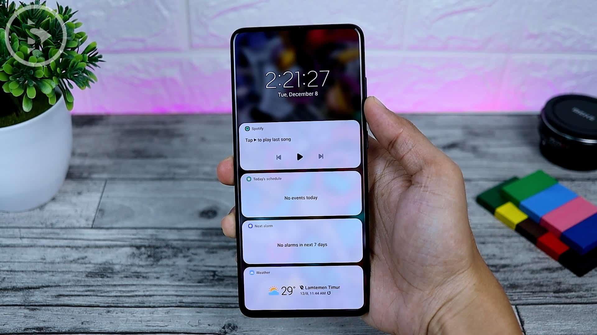 25 Fitur Baru di One UI 3.0 Dengan Android 11 - New Lockscreen Design - Spotify Schedule Alarm